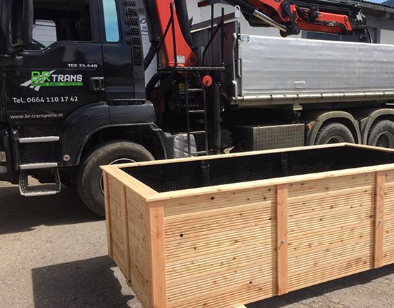 Hochbeet Lieferung mit LKW und Kran